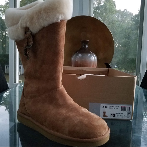 16a9c3fbf48 💯 % Authentic & Never Worn Ugg Plumdale w/ Charms